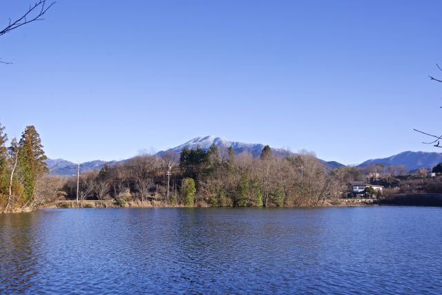 神谷池からの雪の恵那山 border=