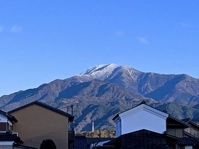 中津川市坂本千旦林、肉のくまちくからのスッキリくっきり恵那山。
