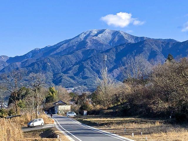 中津川市西山旧競馬場からの恵那山。かつて、中津川には競馬場があった。 border=