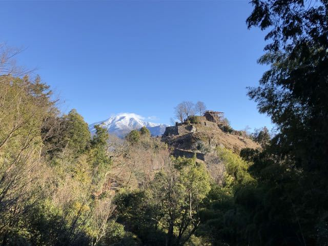 絶景山城日本一 苗木城と日本百名山 恵那山の2ショット。