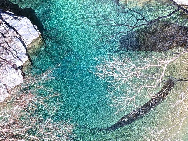 寒中の付知峡攻め橋、エメラルド水。