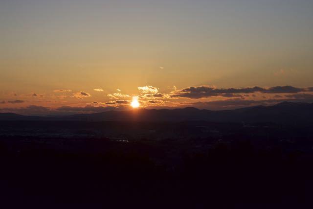 沈む夕陽を追いかけて、