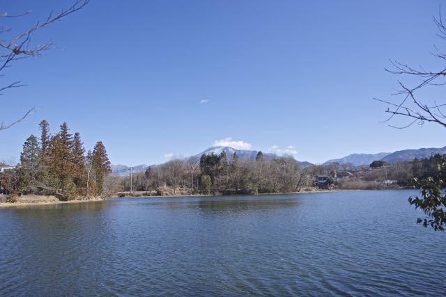 神谷池からの恵那山。 border=
