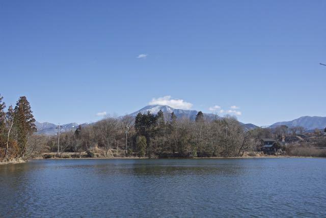 神谷池からの恵那山。