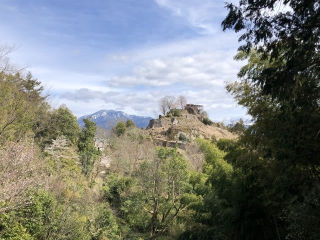 絶景山城日本一「苗木城跡」と日本百名山「恵那山」のツーショット