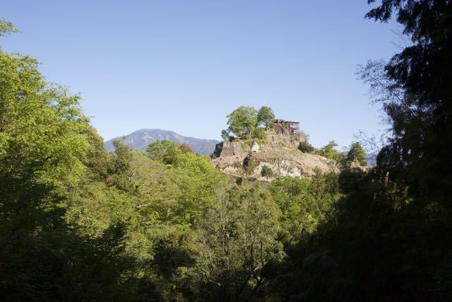 皐月晴れの青空の下、百名山「恵那山」と絶景山城日本一「苗木城跡」 border=