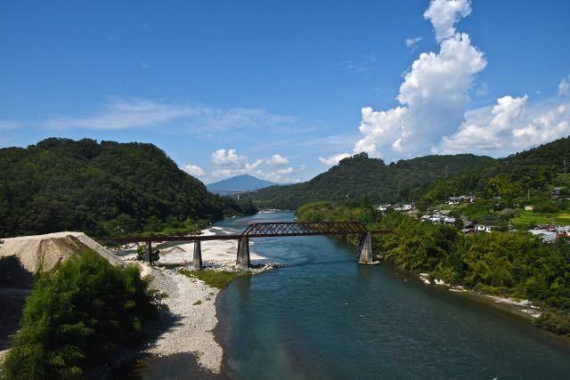 夏の終わりの奥恵那峡。 border=