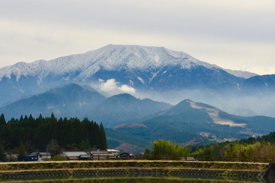 冬です、寒波来襲。 雪化粧の逆さ恵那山、