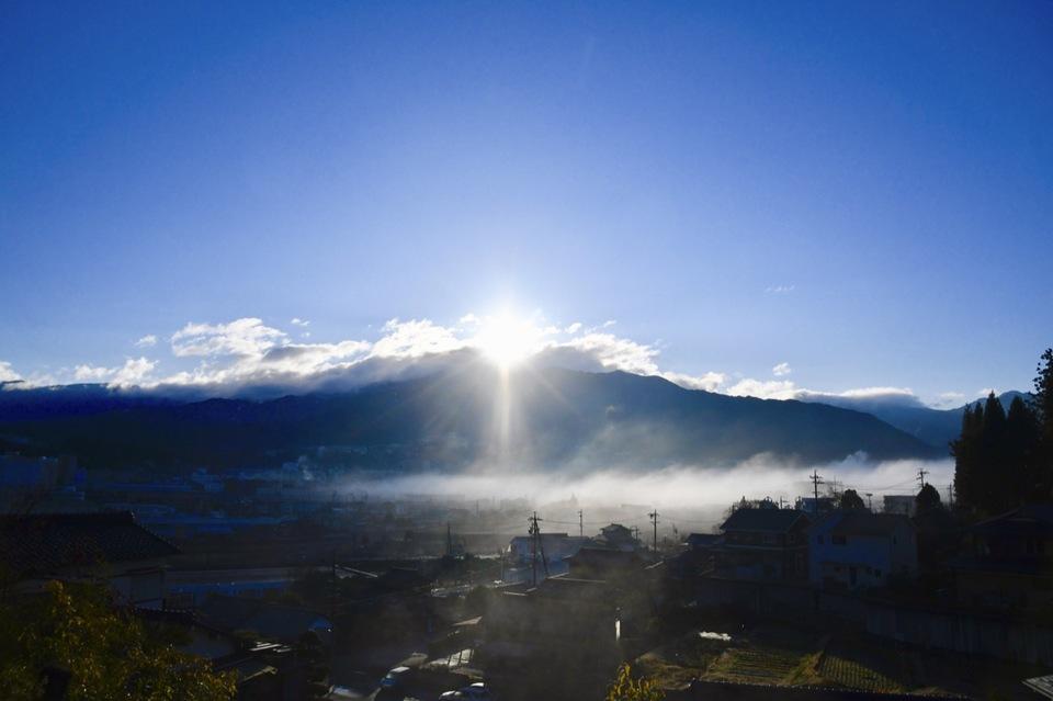 恵那山雲間からの日の出、1/5出初式の朝。 border=