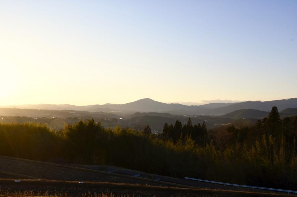 薄暮、黄昏の笠置山と木曽川 中山道落合夕日の丘から。 border=