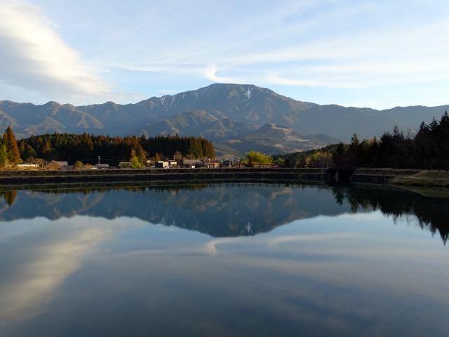 逆さ恵那山と変わり雲