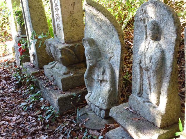 旭ヶ丘公園の石仏群