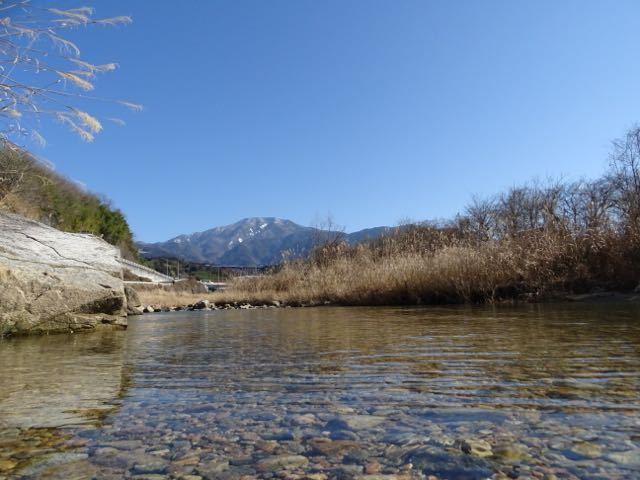 落合川から水辺の恵那山。 border=
