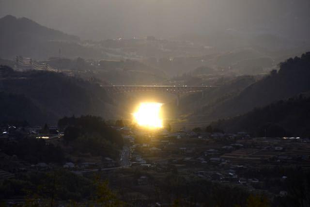 光る木曽川 border=