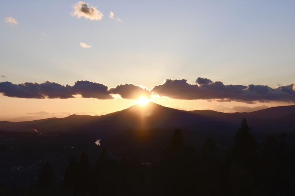 今週は夕焼け三昧、笠置山の真上に太陽が沈む日。