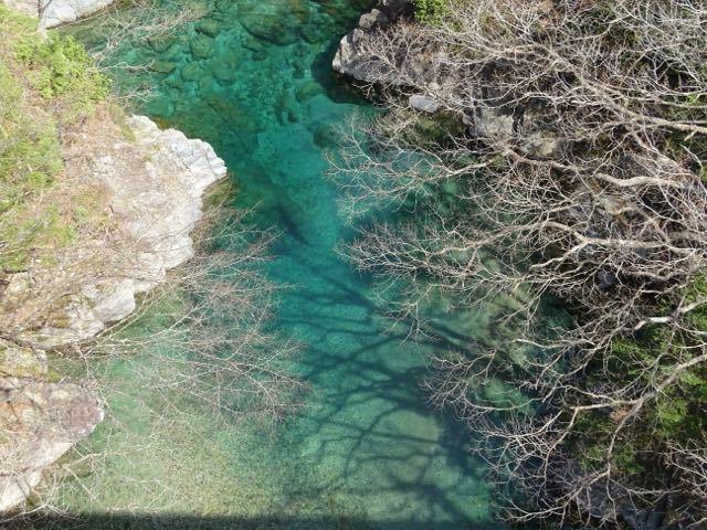 付知峡攻め橋のエメ水、渓谷が少しづつ春めいてきました。 border=