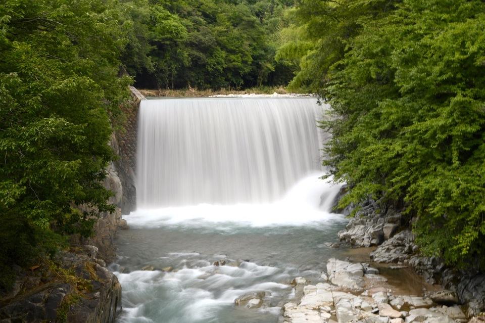 中山道落合宿下桁橋、滝場の瀑布。