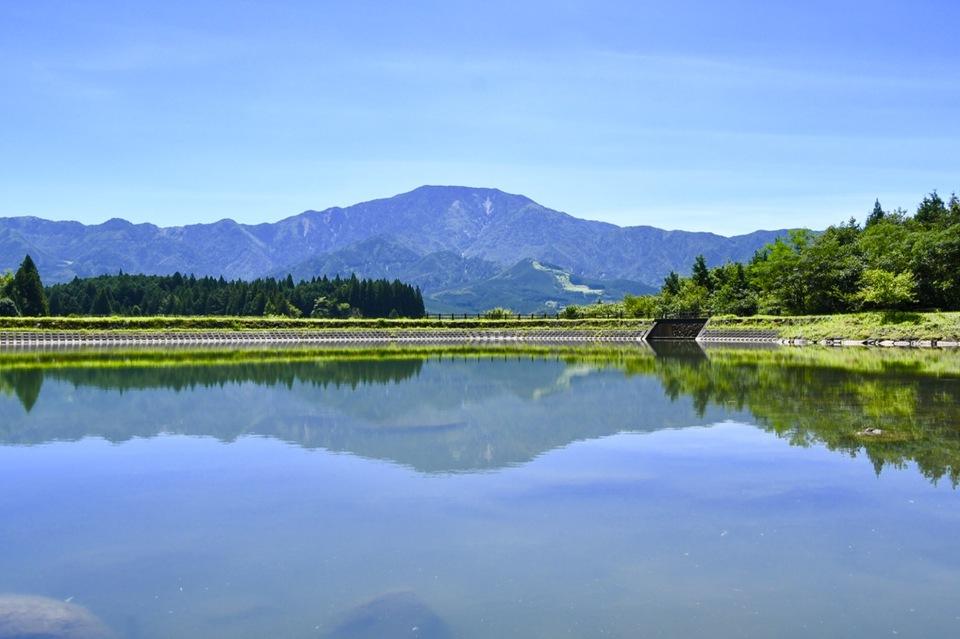 酷暑の逆さ恵那、真夏の恵那山の青緑は素敵。