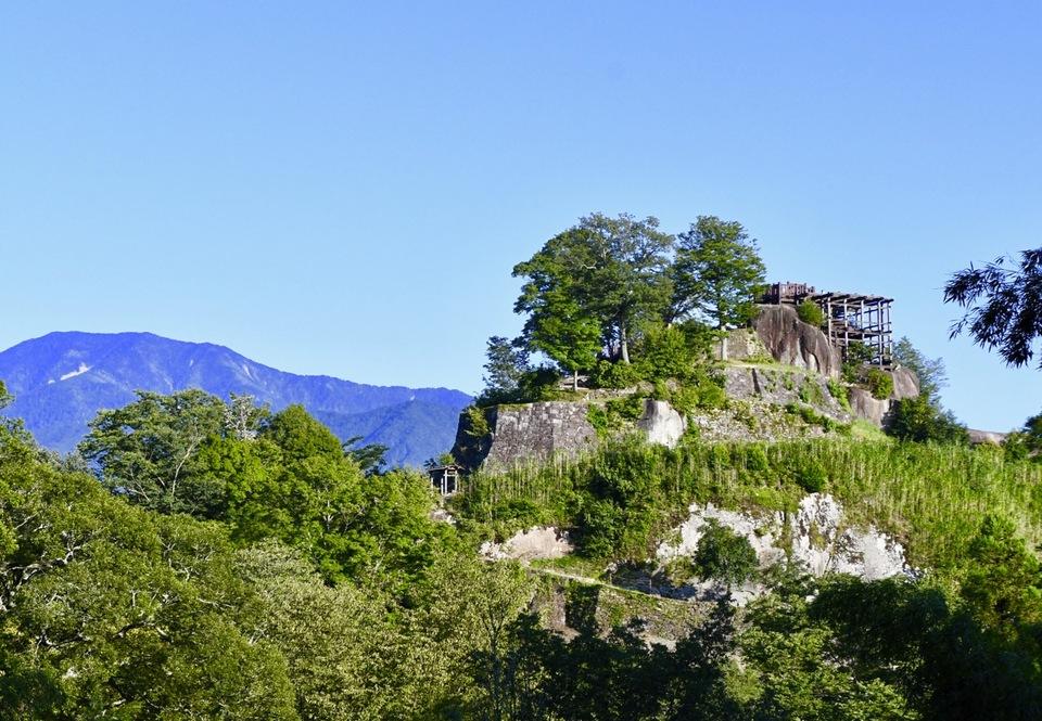 久しぶりに苗木城の横に恵那山がクッキリと映りました。