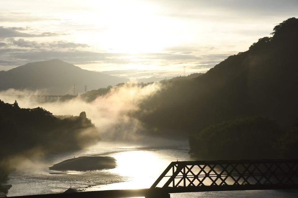 絶景山城苗木城の下、木曽川の夕霧に伝説の龍現る。
