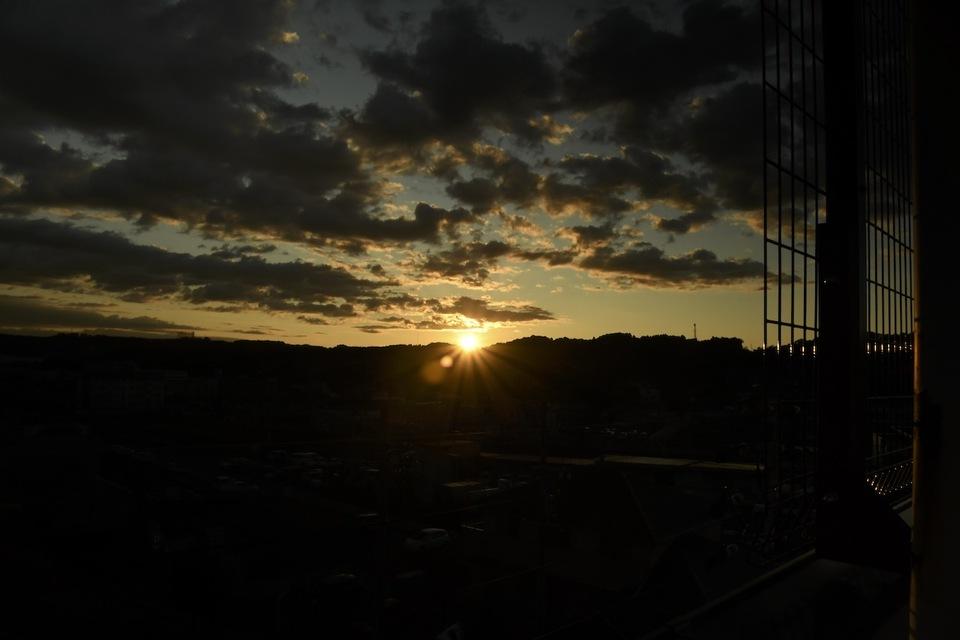 日没、落陽、夕暮れの風景。 border=