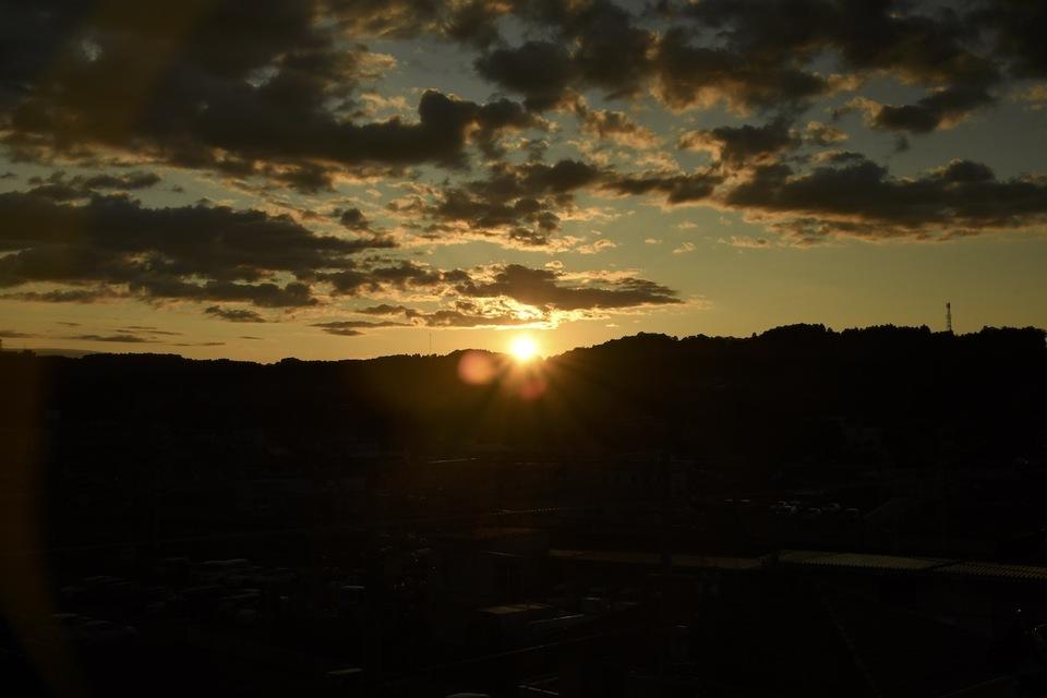 日没、落陽、夕暮れの風景。