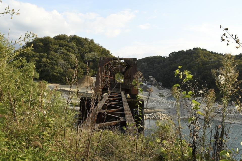 木曽川右岸から北恵那鉄橋の間近見、まだまだ迫力あります。 border=