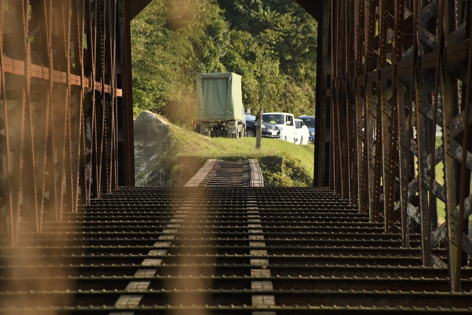 木曽川右岸から北恵那鉄橋の間近見、まだまだ迫力あります。