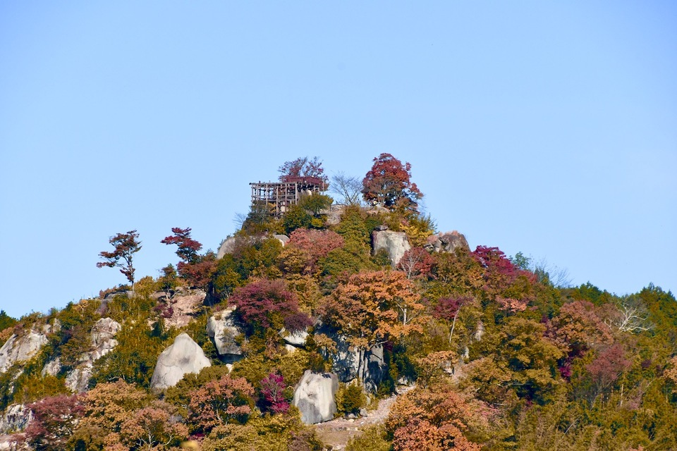 天空の城、絶景山城日本一苗木城、紅葉風景。 border=