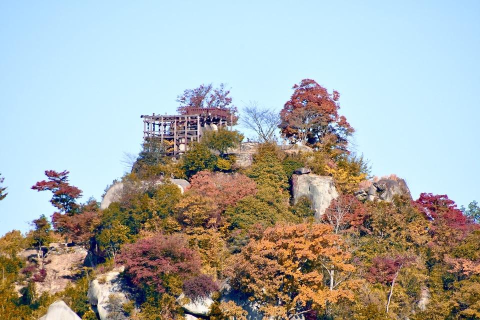 天空の城、絶景山城日本一苗木城、紅葉風景。