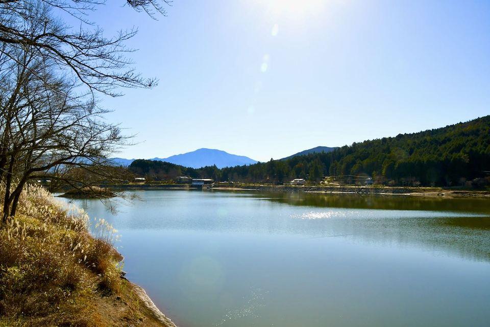 椛の湖から百名山恵那山の風景 border=