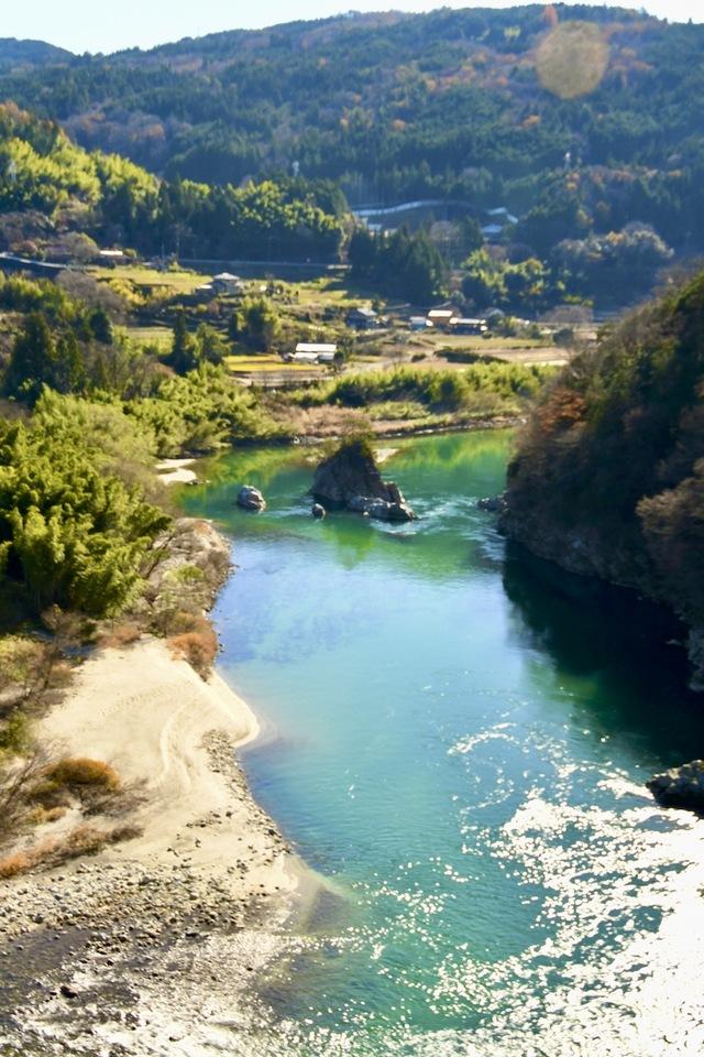 付知峡攻め橋のエメラルド水