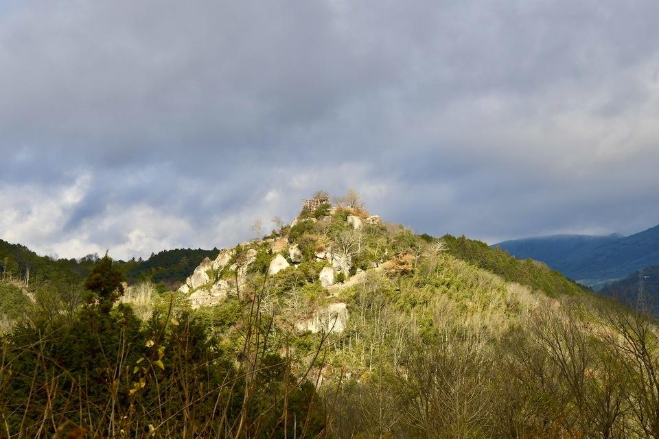 冬空に光刺したる天空の城苗木城
