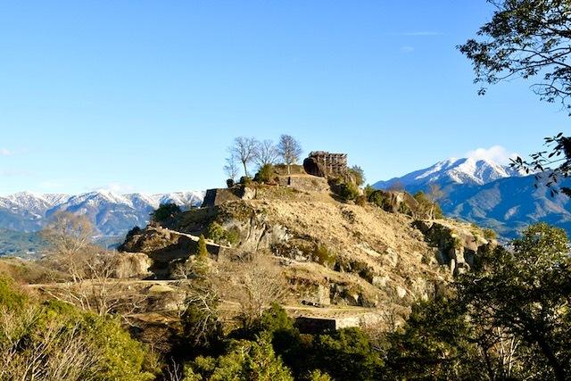 絶景山城日本一苗木城と冠雪の百名山恵那山