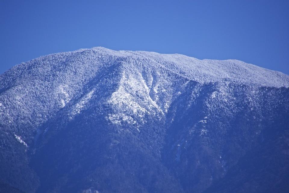 ゆったりと優美な恵那山