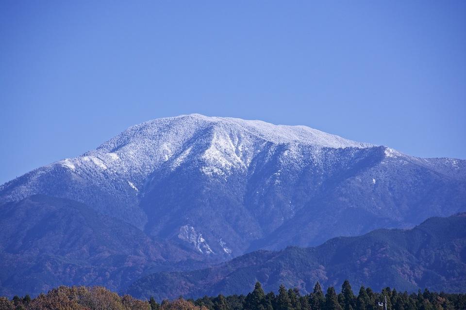 ゆったりと優美な恵那山、