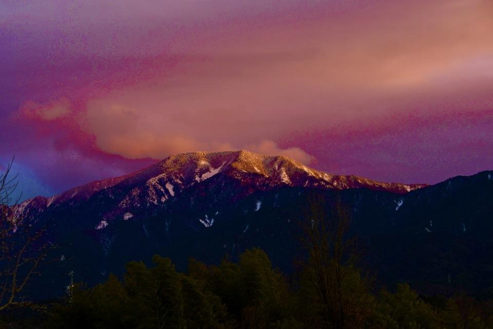 黄昏色に染まる百名山恵那山。