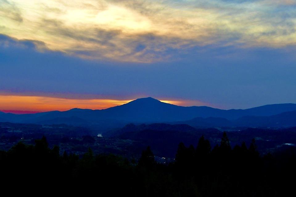 ため息が出る美しさ、笠置山の夕焼けシルエット。