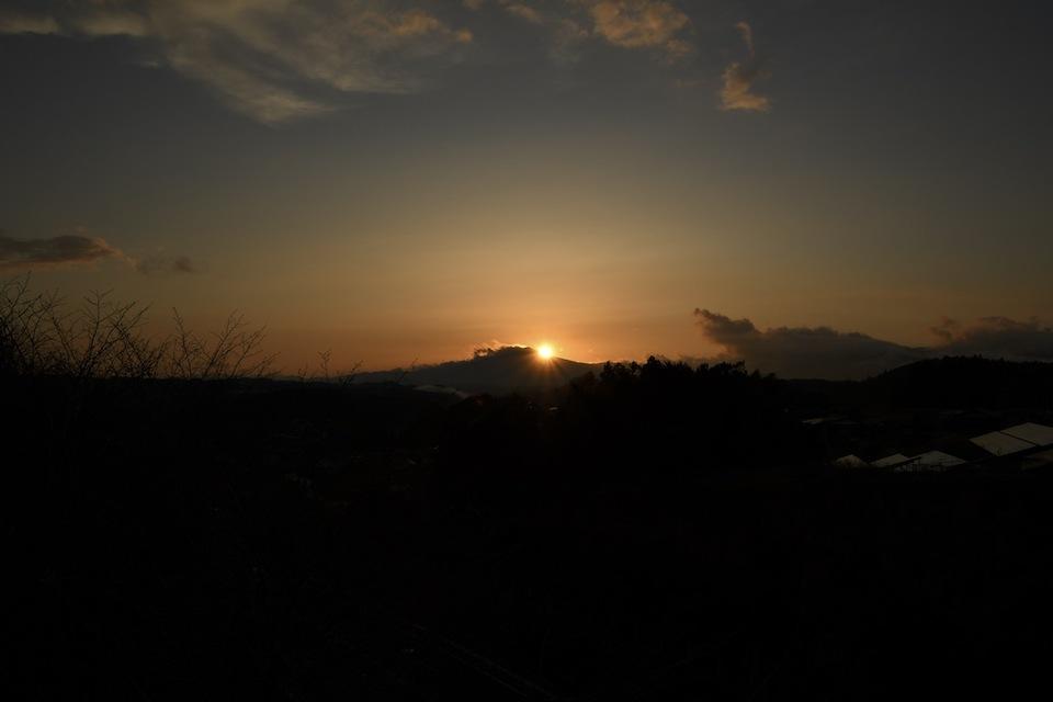 笠置山に陽が沈む、 border=