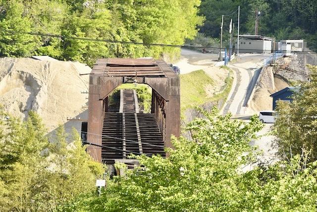 木曽川右岸、上地の丘からの北恵那鉄橋。