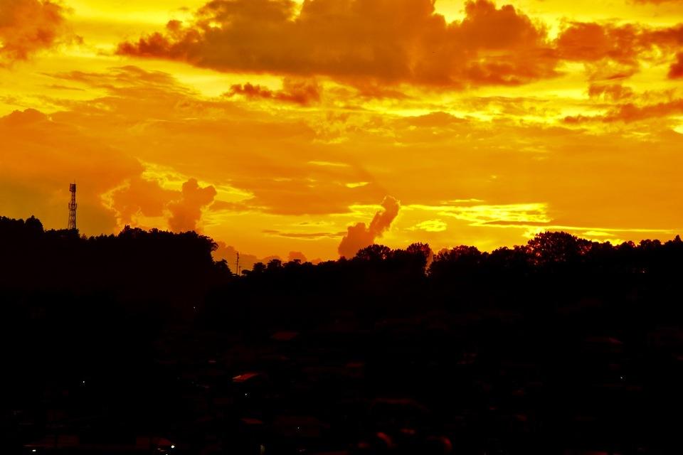 昨日は凄い夕立の後の凄い夕焼けだった‼︎ border=