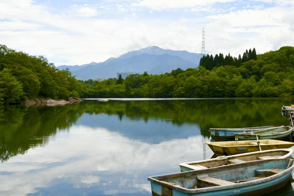 ひょうたん池と逆さ恵那山、