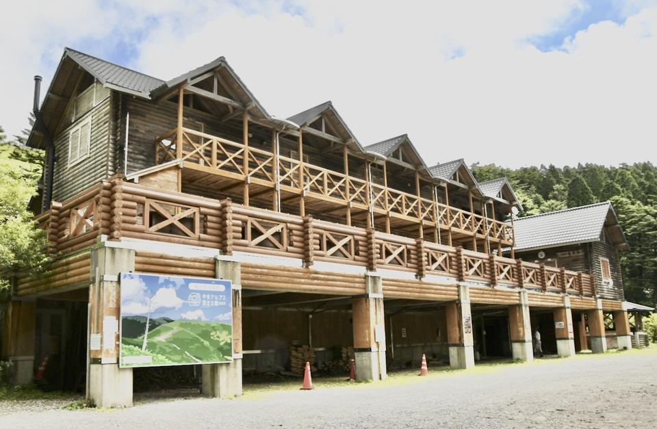 万岳荘にいます、ここは中央アルプス恵那山麓富士見台高原登山口。 border=