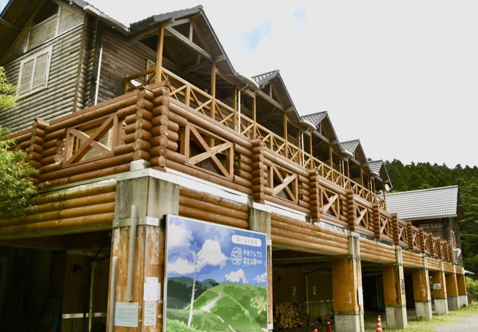 万岳荘にいます、ここは中央アルプス恵那山麓富士見台高原登山口。