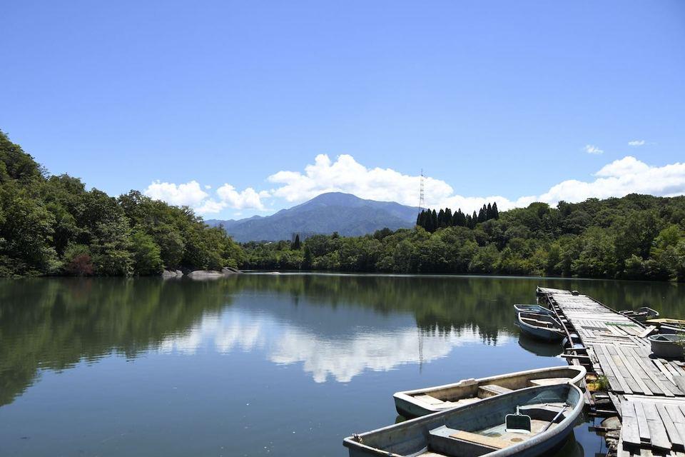 中津川のひょうたん池からの百名山恵那山、
