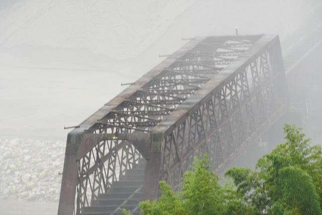 霧の北恵那鉄橋