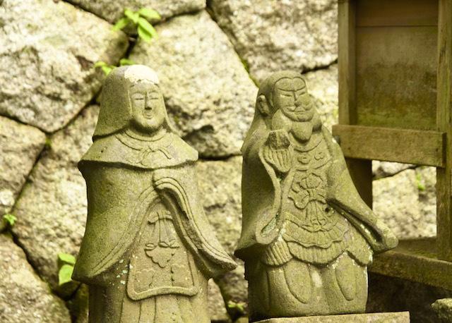 延喜式内社 恵那神社の御祭神。伊邪那岐尊、伊邪那美尊の像。