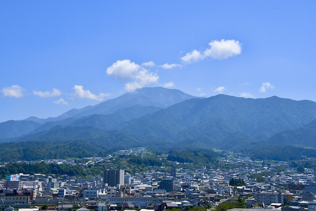 恵那山と青空と中津川市街
