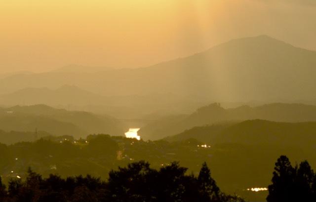 光る木曽川。