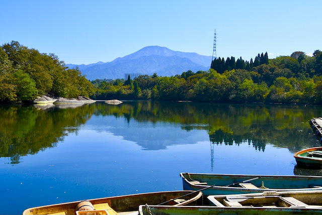 鮮やかなり、ひょうたん池の逆さ恵那山。